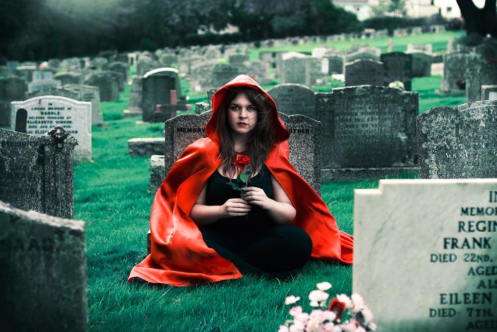 Graveyard-Sophie-Wiles